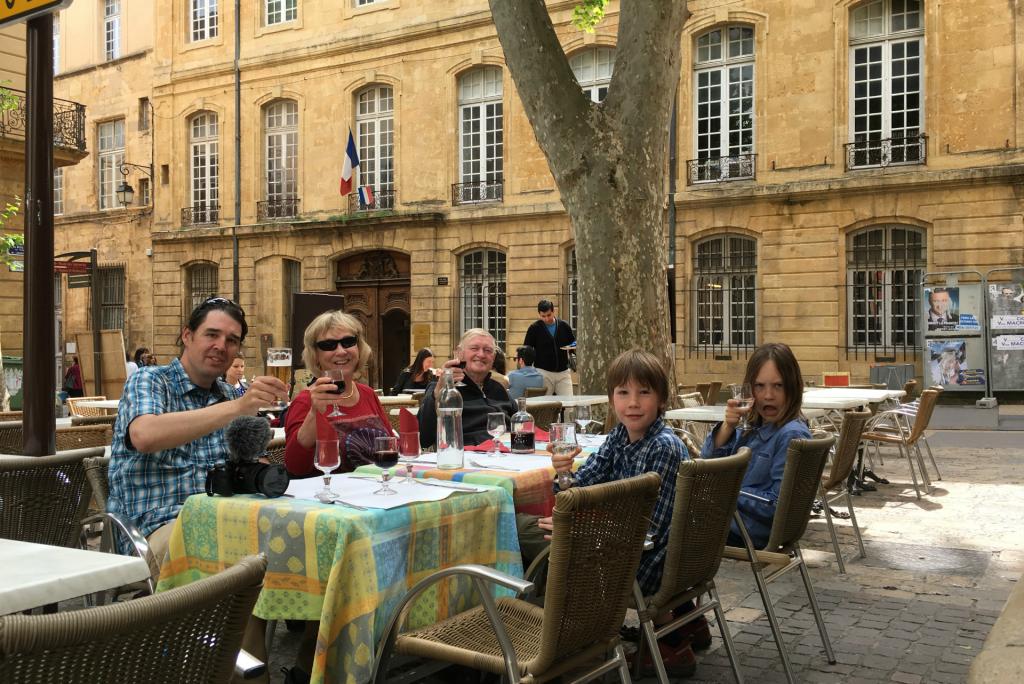 Sidewalk dining in Aix-en-Provence